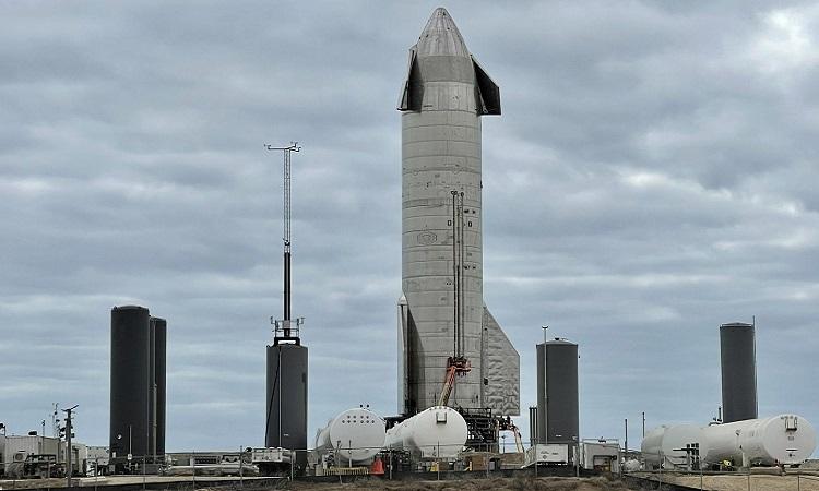 Nguyên mẫu SN10 ở Boca Chica. Ảnh: NASA Spaceflight.