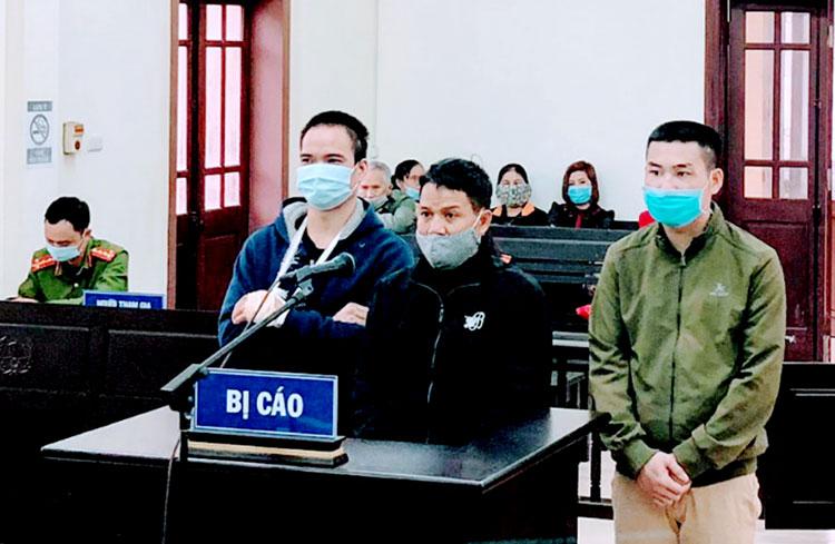 Ba bị cáo tại tòa. Ảnh: C.A