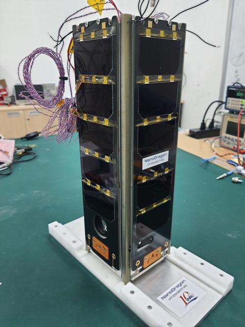 Vệ tinh NanoDragon đã hoàn thiện được tích hợp, thử nghiệm chức năng ở mức hệ thống. Ảnh: VNSC.