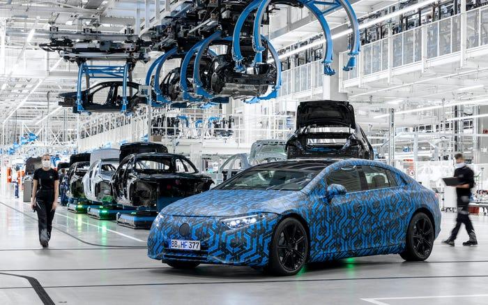 Dây truyền sản xuất xe điện của Mercedes. Ảnh: Mercedes