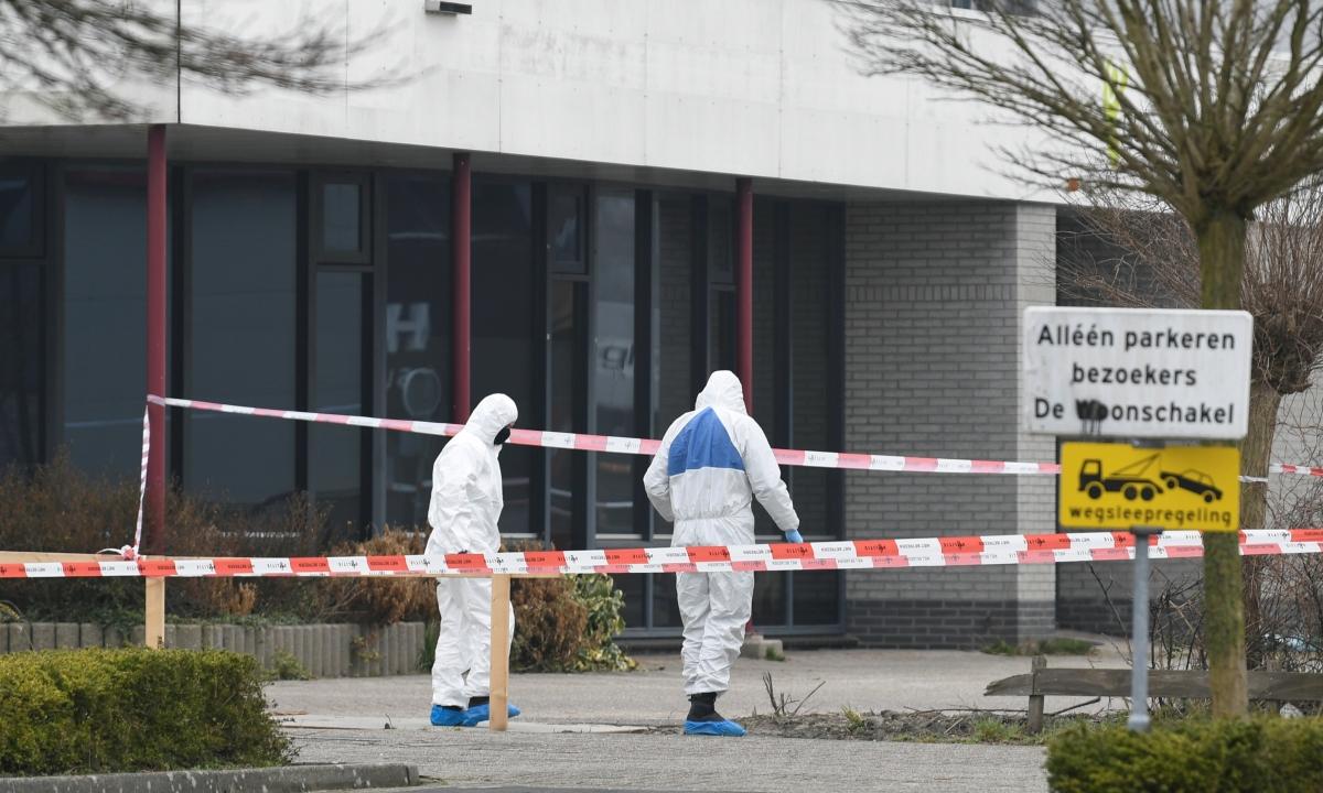 Nhân viên an ninh điều tra tại hiện trường vụ nổ ở Bovenkarspel ngày 3/3. Ảnh: Reuters.