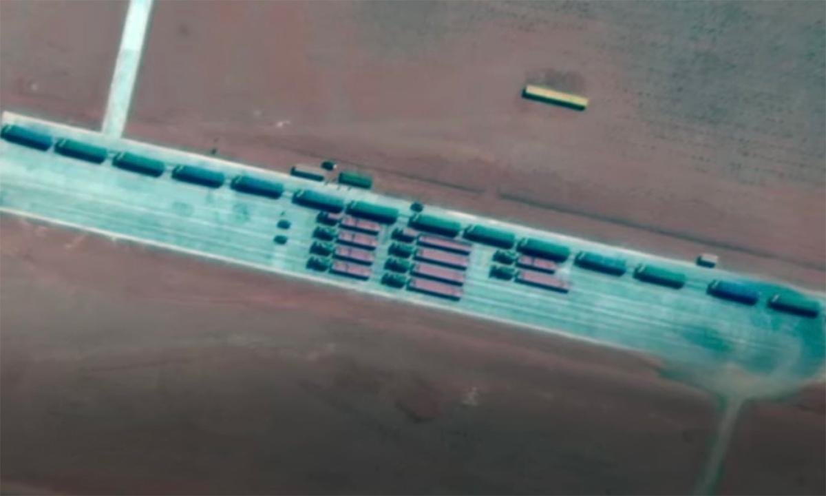 Xe chở tên lửa đạn đạo có thể là DF-41 tại bãi phóng gần thành phố Cát Lan Thái, Trung Quốc. Ảnh: Maxar.