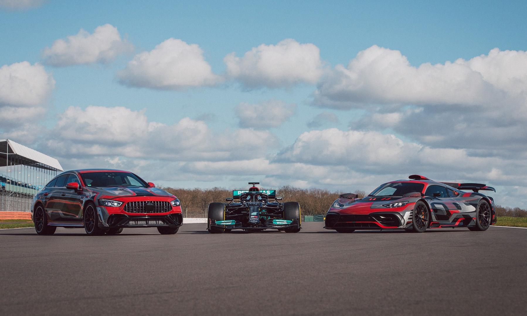 Từ trái qua phải: GT 73, xe đua F1 W12 và hypercar One trong một sự kiện nội bộ của hãng. Ảnh: Mercedes