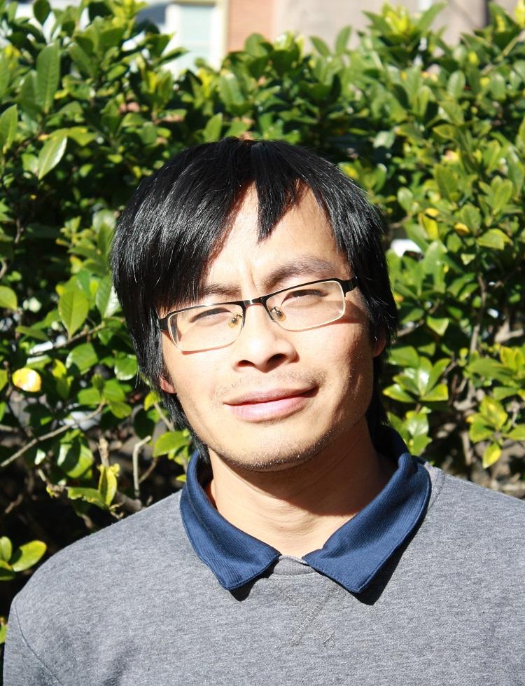 TS Trần Văn Sơn nghiên cứu vật liệu thông minh nhằm xử lý nguồn nước thải. Ảnh: NVCC.