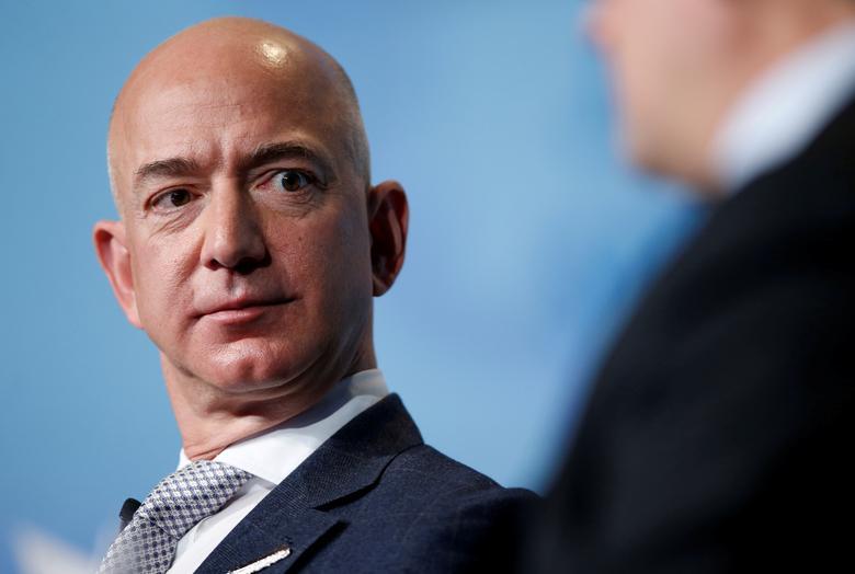 Tỷ phú Jeff Bezos trong một hội nghị tại Washington DC hồi tháng 3/2017. Ảnh: Reuters