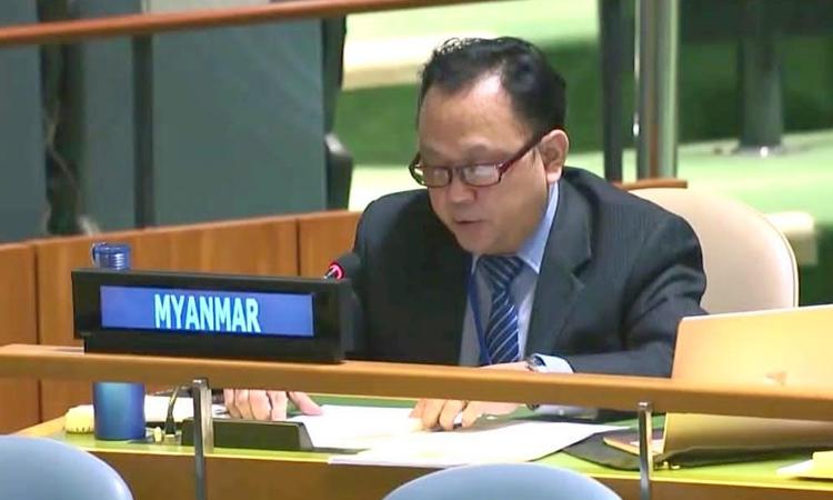 Phó đại sứ Myanmar tại Liên Hợp Quốc Tin Maung Naing phát biểu trong một cuộc họp ở New York hồi tháng 11/2020. Ảnh: Bộ Ngoại giao Myanmar.