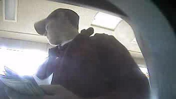 Wesley Freilich, thiếu niên rút tiền từ thẻ của Sam Herr. Ảnh: CBS News.
