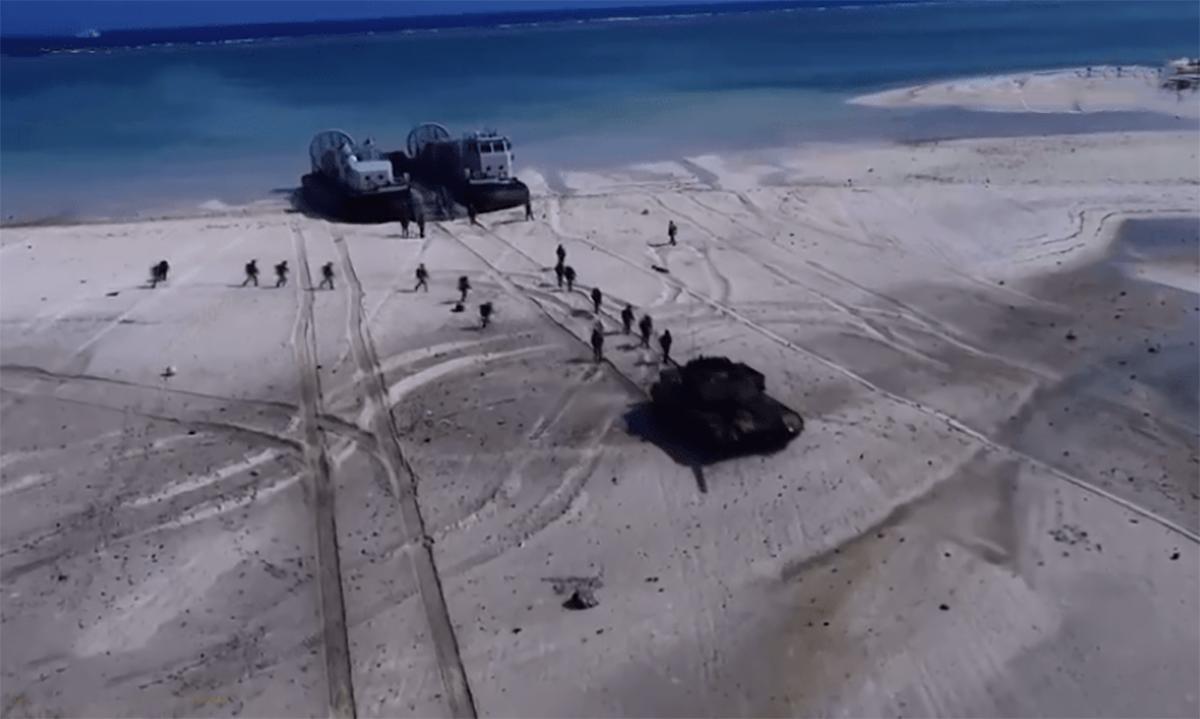 Binh sĩ Trung Quốc diễn tập trái phép tại quần đảo Hoàng Sa của Việt Nam. Ảnh: CCTV.