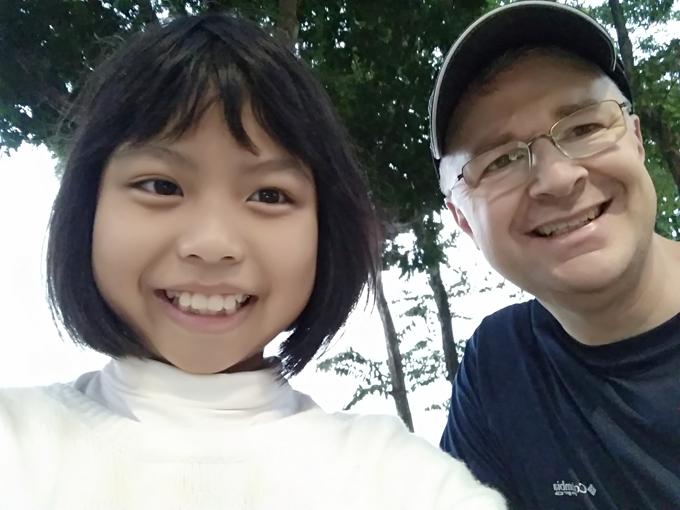 Cô bé Tày theo bố xuống Hà Nội học tiếng Anh mỗi tuần - 2