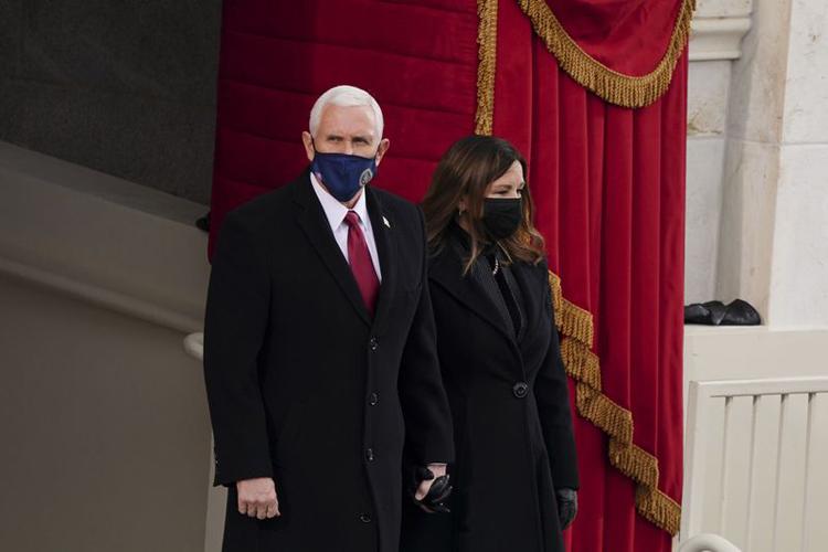 Cựu phó tổng thống Mike Pence cùng vợ dự lễ nhậm chức của Tổng thống Joe Biden hôm 20/1. Ảnh: Bloomberg.