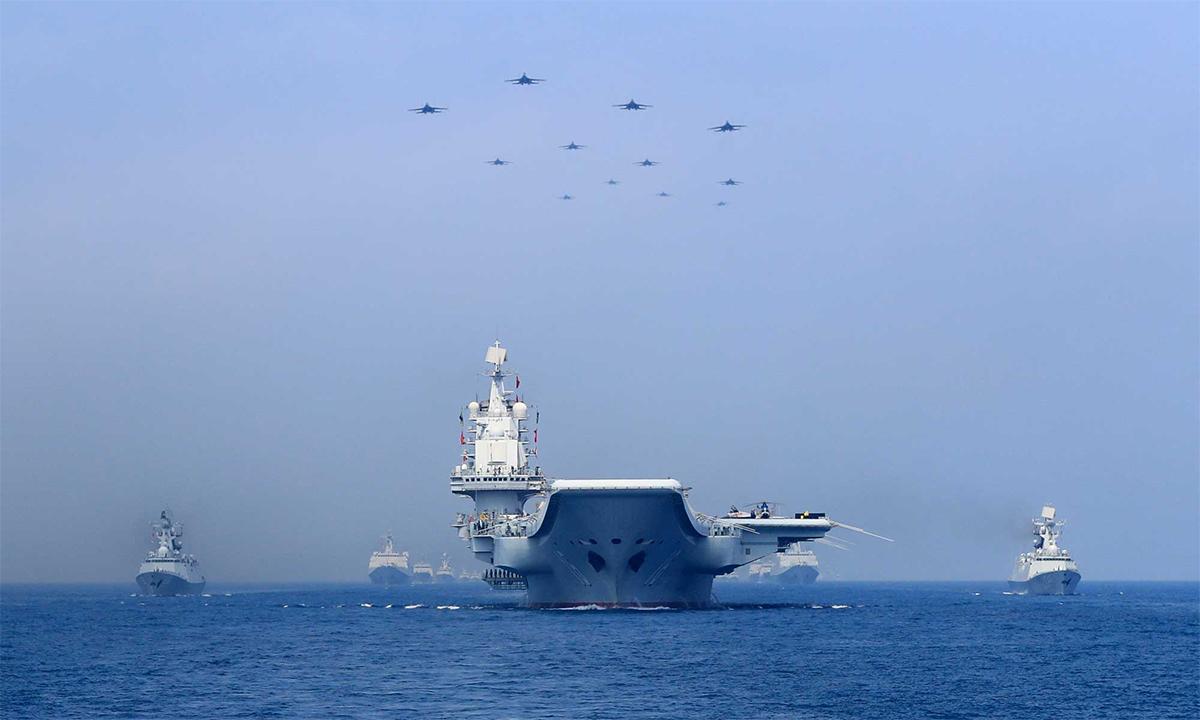 Tàu sân bay Liêu Ninh cùng các chiến hạm và máy bay Trung Quốc phô trương lực lượng trên Biển Đông, tháng 4/2018. Ảnh: Reuters.