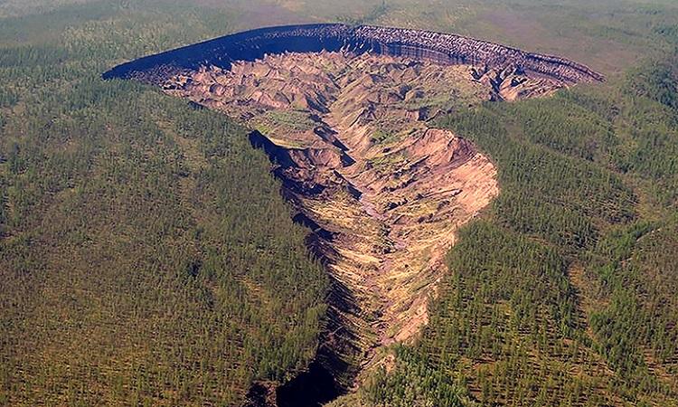 Miệng hố Batagai ở Siberia. Ảnh: Siberian Times.