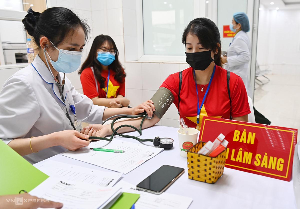 Tình nguyện viên tiêm thử vaccine Nano Covax, tháng 2/2021. Ảnh: Giang Huy