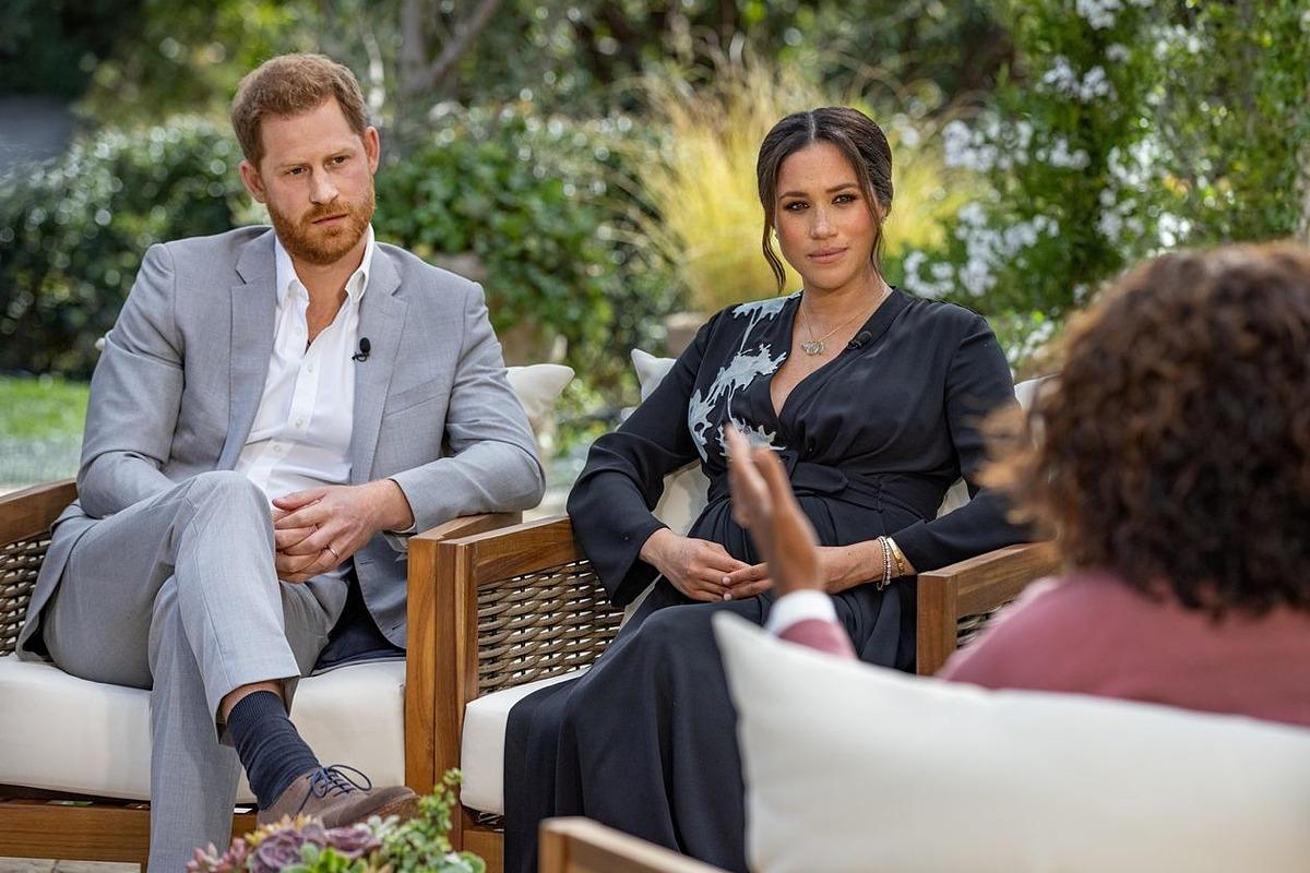 Harry và Meghan trong quảng cáo phỏng vấn với Oprah Winfrey. Ảnh: Reuters