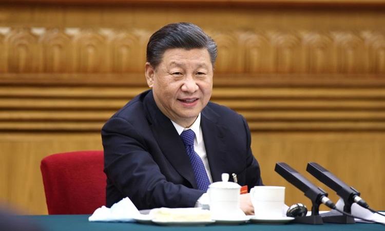 Chủ tịch Trung Quốc Tập Cận Bình thảo luận với đoàn đại biểu Nội Mông tại kỳ họp thứ tư, quốc hội khóa 13 ở Bắc Kinh hôm 5/3. Ảnh: Xinhua.
