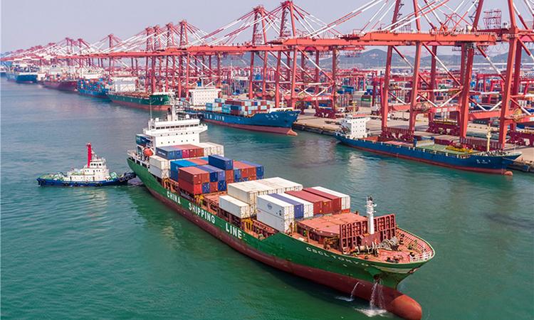 Khu cảng container ở cảng Thanh Đảo, tỉnh Sơn Đông, Trung Quốc. Ảnh: China Daily.