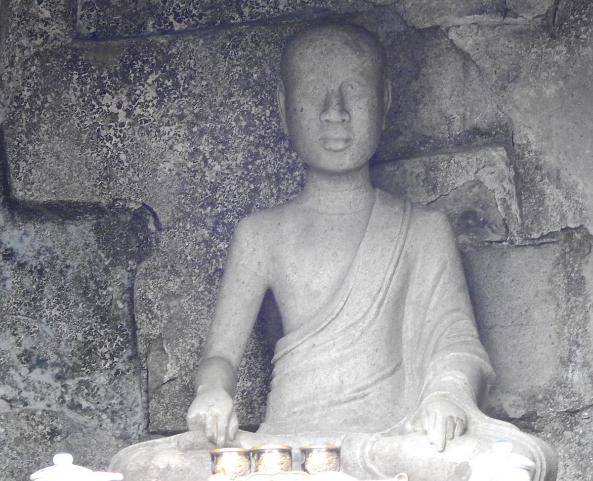 Tượng Phật Hoàng Trần Nhân Tông ở tháp Huệ Quang, Yên Tử. Ảnh: Minh Cương