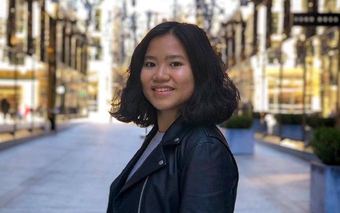 Giành được học bổng Bác sĩ Y khoa, Trang hiện đi thực tập tại các bệnh viện ở TP HCM, trước khi ra Hà Nội nhập học đại học vào tháng 9. Ảnh: NVCC.