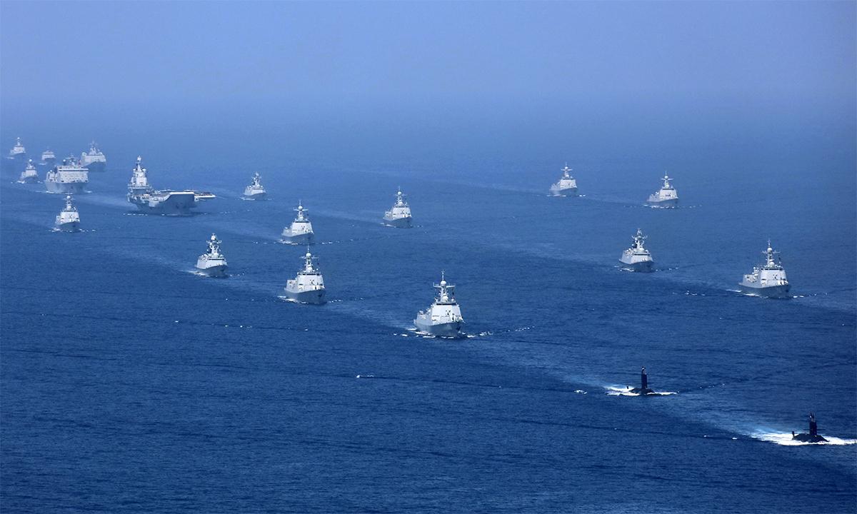 Chiến hạm Trung Quốc tham gia lễ duyệt binh tại thành phố Tam Á, Hải Nam, tháng 4/2018. Ảnh: PLA.