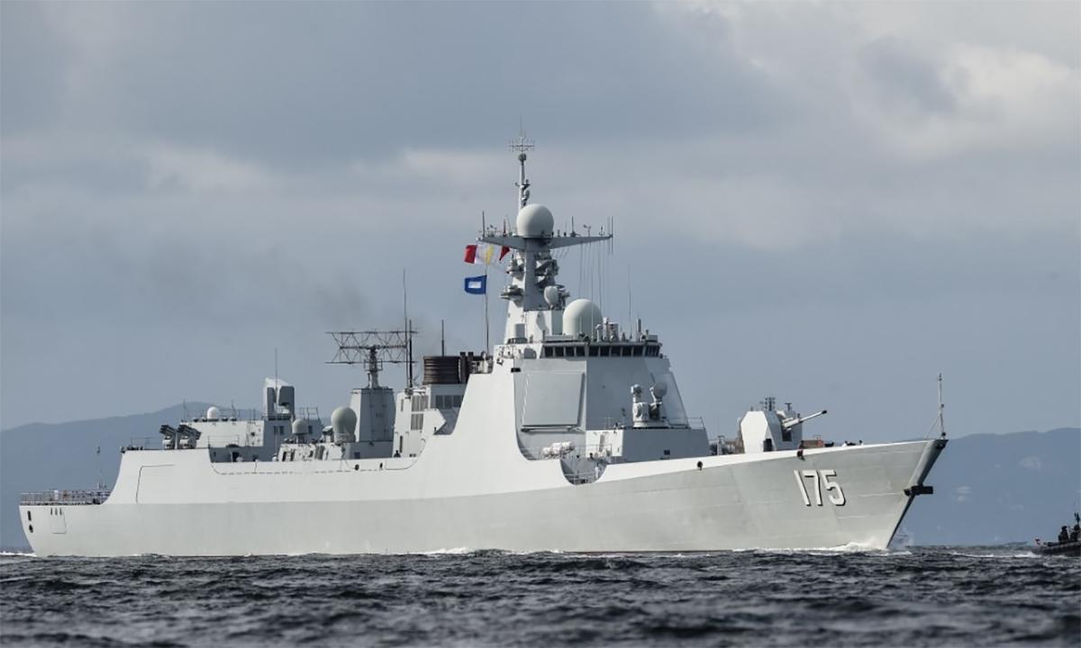 Tuần dương hạm Ngân Xuyên thuộc lớp Type 052D đi qua eo biển Lamma vào vùng nước của đặc khu hành chính Hong Kong, tháng 7/2017. Ảnh: PLA.