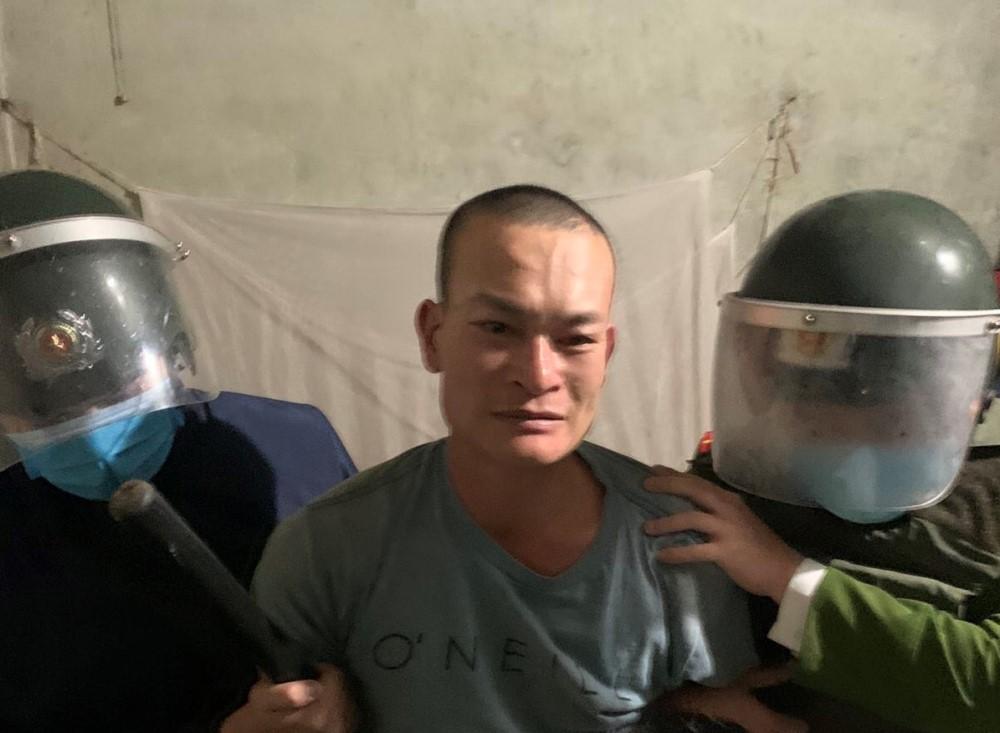 Trần Văn Bảo bị bắt giữ. Ảnh: Công an TP Hạ Long