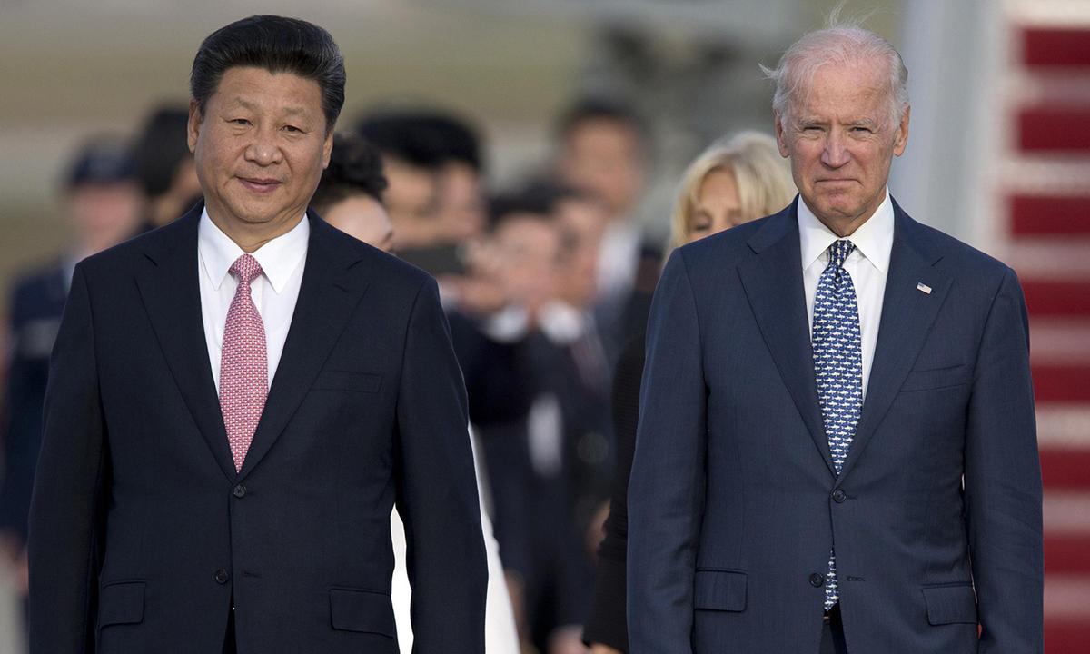 Chủ tịch Tập Cận Bình (trái) và Joe Biden, khi là phó tổng thống Mỹ, tại Maryland tháng 9/2015. Ảnh: AP.