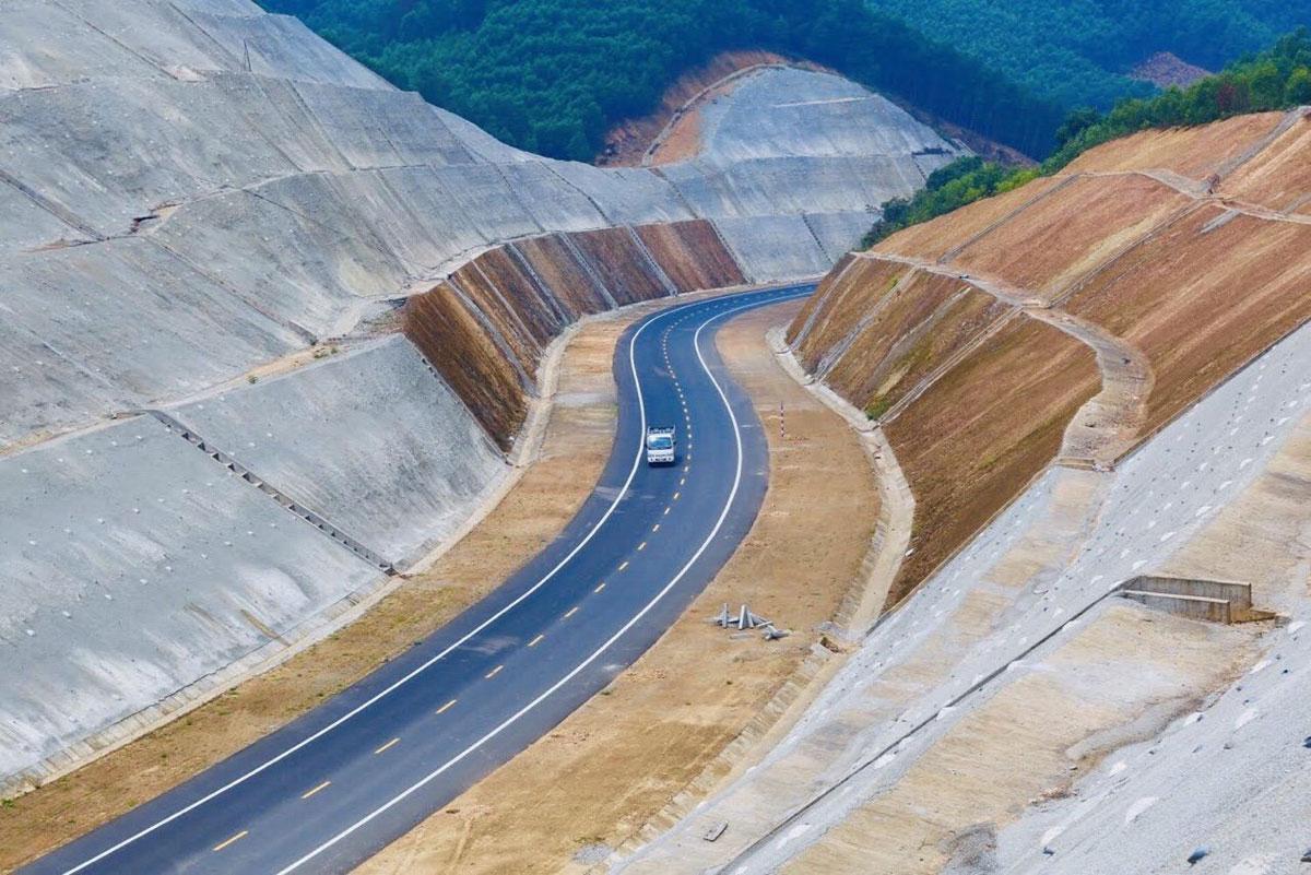 Cao tốc La Sơn - Túy Loan sắp thông xe. Ảnh: Anh Duy