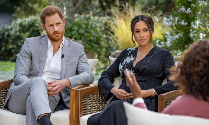 Harry và Meghan trong cuộc phỏng vấn được phát sóng tối 7/3. Ảnh: Reuters.