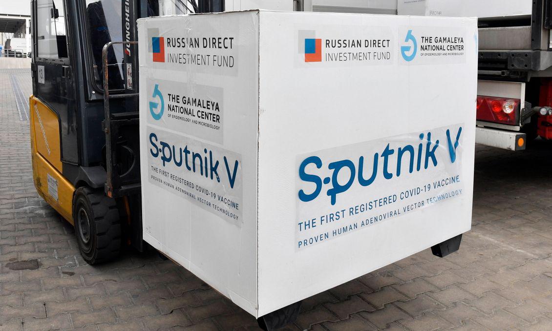 Các thùng vaccine Sputnik V tại một nhà kho ở thành phố Budapest, Hungary, hôm 4/3. Ảnh: AP.