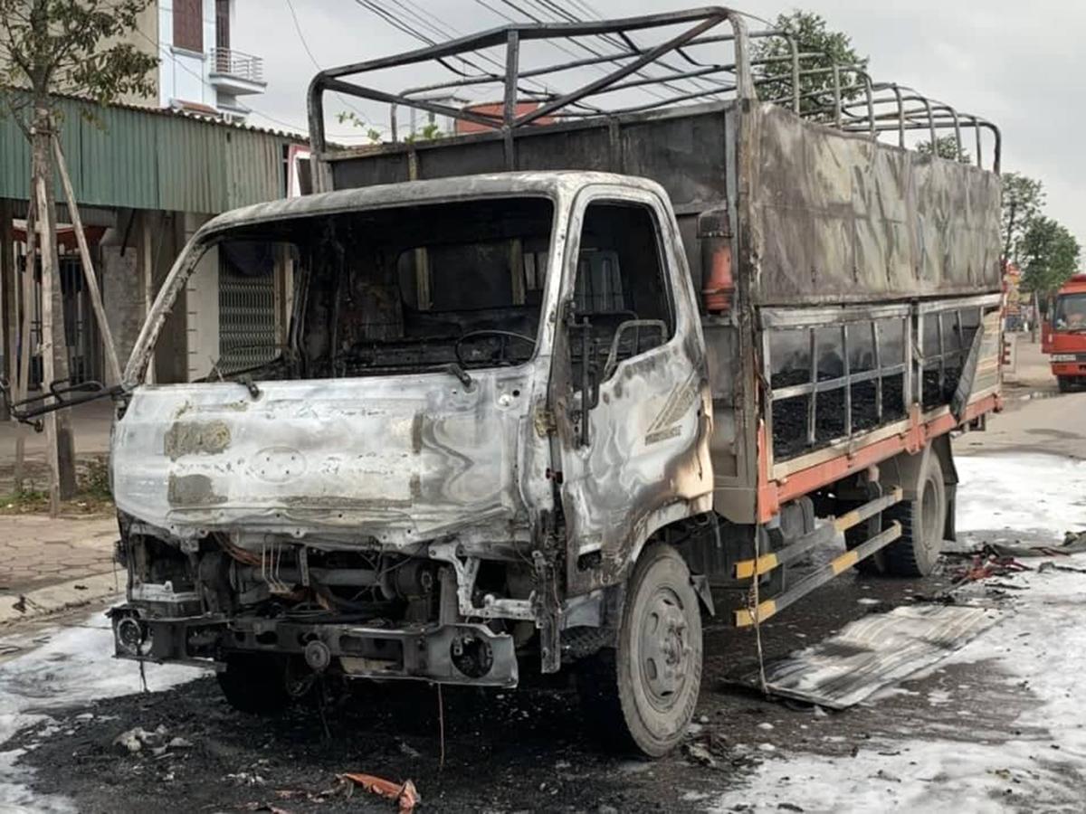 Hàng nghìn chiếc bật lửa ga cùng phương tiện bị cháy rụi hoàn toàn. Ảnh: CTV
