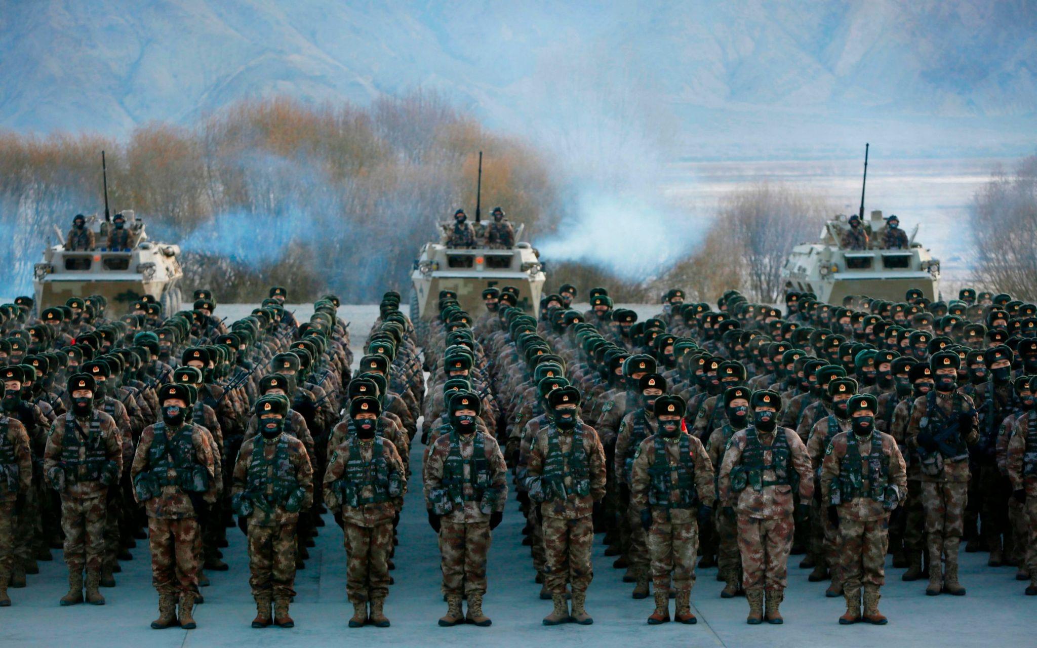 Quân đội Trung Quốc diễn tập trên vùng núi phía tây bắc Tân Cương hồi tháng 1. Ảnh: AFP.
