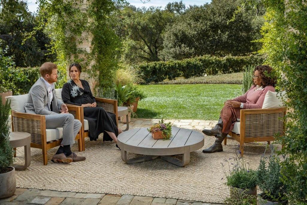 Harry và Meghan trong buổi phỏng vấn với Oprah Winfrey trên đài CBS hôm 7/3. Ảnh: Reuters
