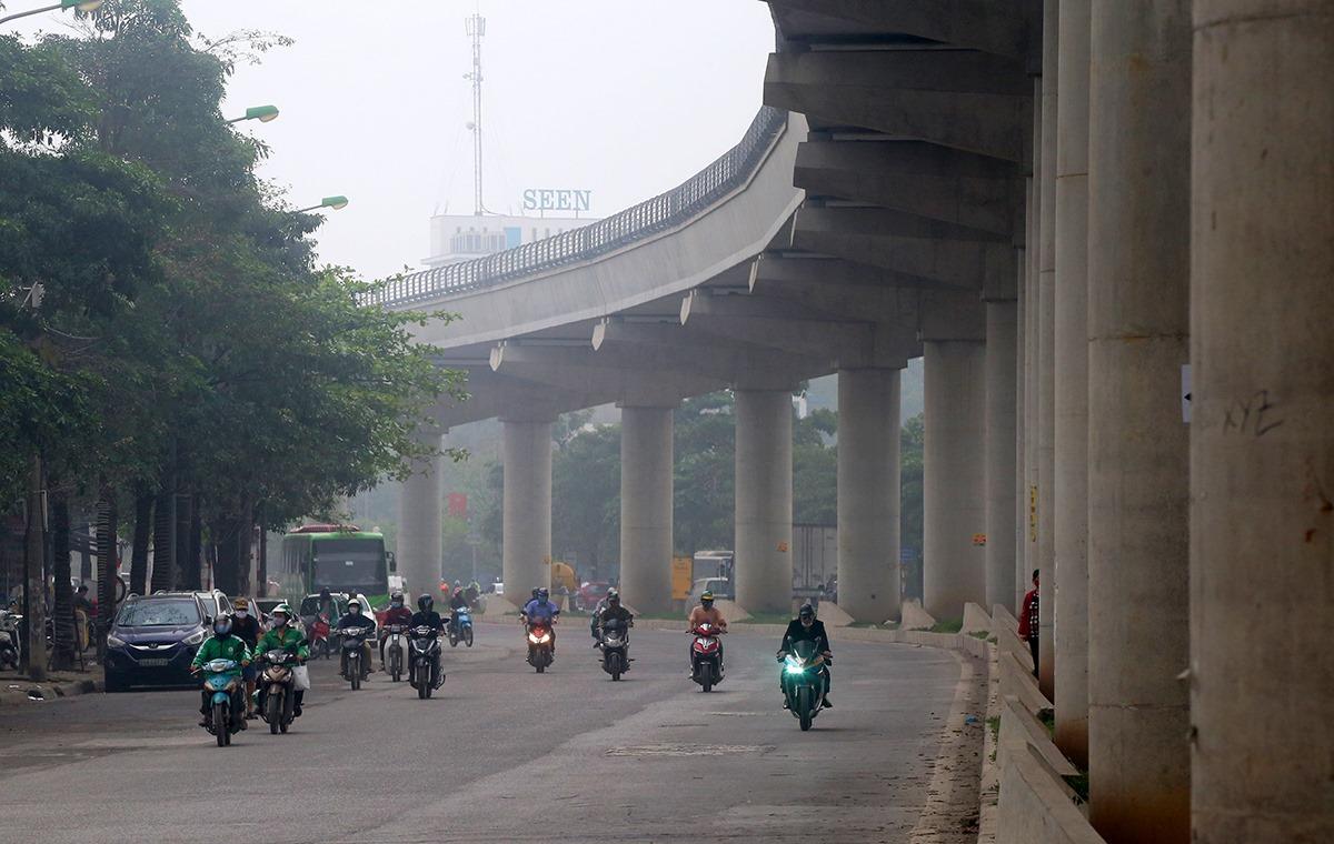 Tuyến Metro Nhổn-ga Hà Nội đã hoàn thiện đoạn trên cao, hệ thống đường ray. Ảnh: Bá Đô