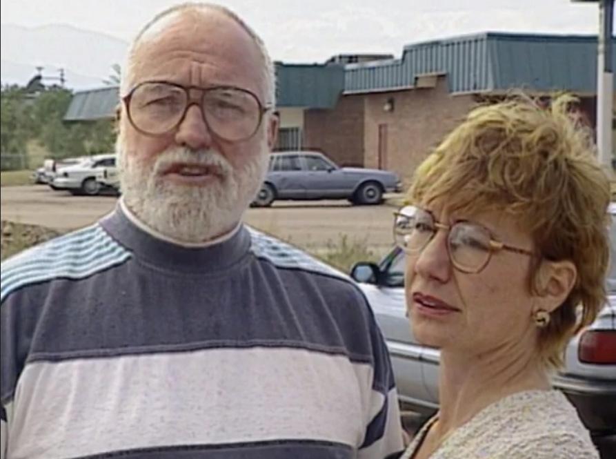 Craig Williamson và Christine Reinhard sau khi đoàn tụ. Ảnh: Unsolved Mysteries.