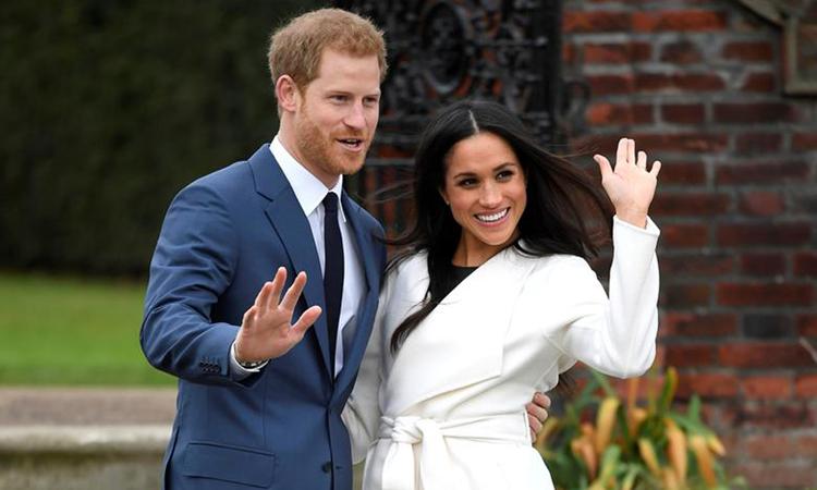 Hoàng tử Harry và Meghan chụp ảnh tại Cung điện Kensington, London, Anh tháng 11/2017. Ảnh: Reuters.
