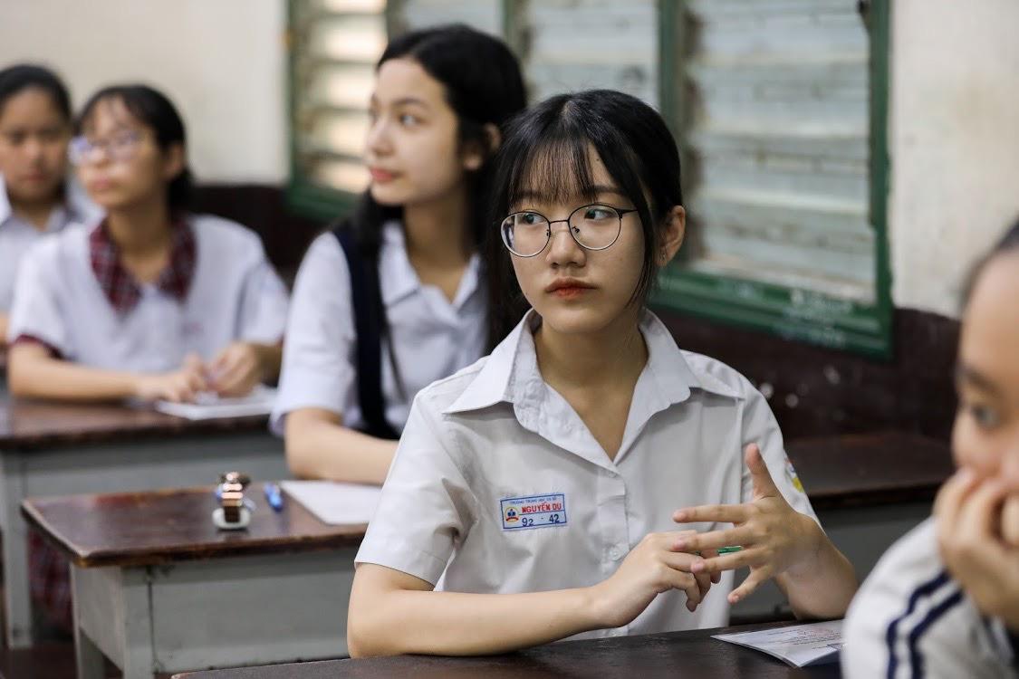 Thí sinh dự thi tuyển sinh lớp 10 THPT công lập tháng 7/2020. Ảnh: Quỳnh Trần.