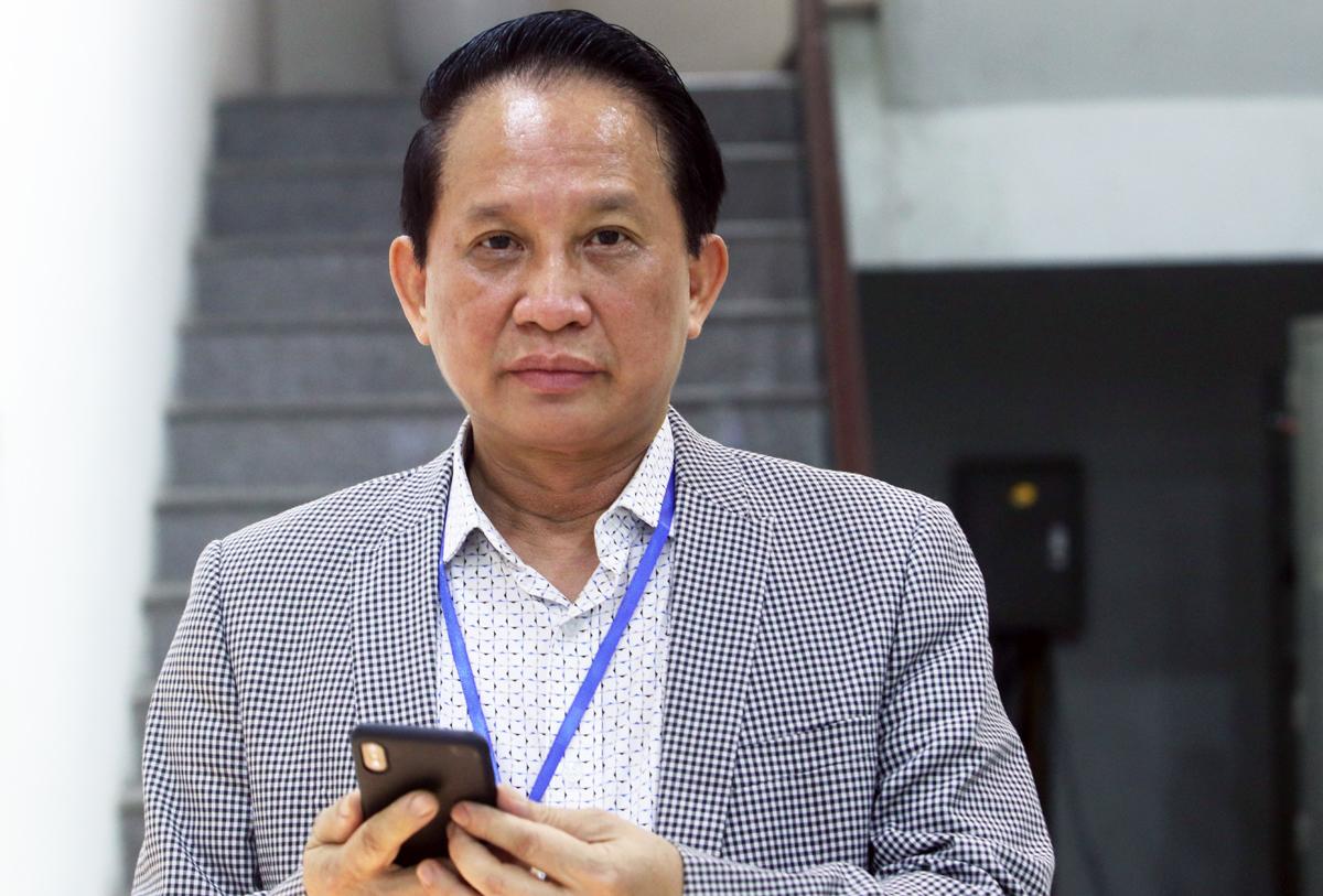 Ông Nguyễn Khắc Hà, người tự ứng cử đại biểu Quốc hội đến nộp hồ sơ tại Uỷ ban bầu cử TP chiều 10/3. Ảnh: Võ Hải.