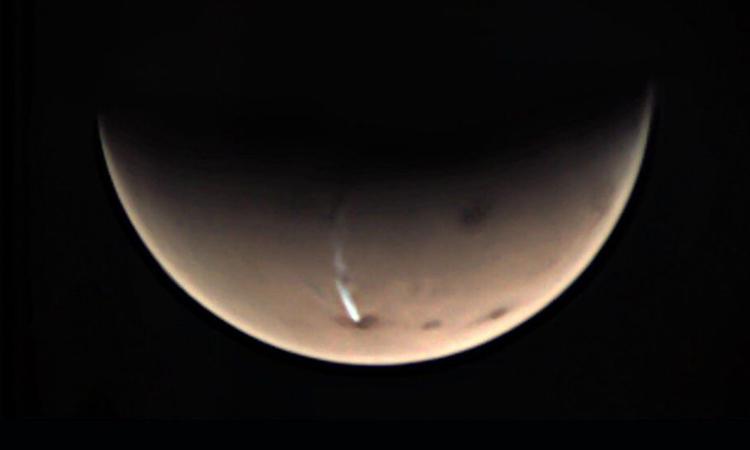 Đám mây dài 1.800 km trên núi lửa sao Hỏa. Ảnh: ESA/GCP/UPV/EHU Bilbao.