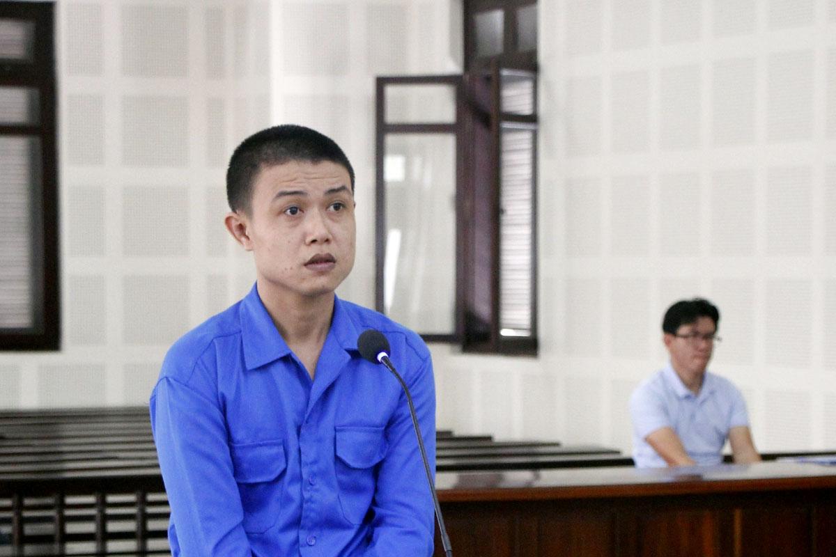 Bị cáo Bách tại phiên xử sơ thẩm sáng 11/3. Ảnh: Nam Em.