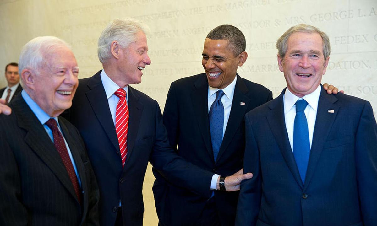 Cựu tổng thống Jimmy Carter, Bill Clinton, Barack Obama, George W. Bush (từ trái qua phải) tại Bảo tàng Tổng thống George W. Bush năm 2013. Ảnh: White House.