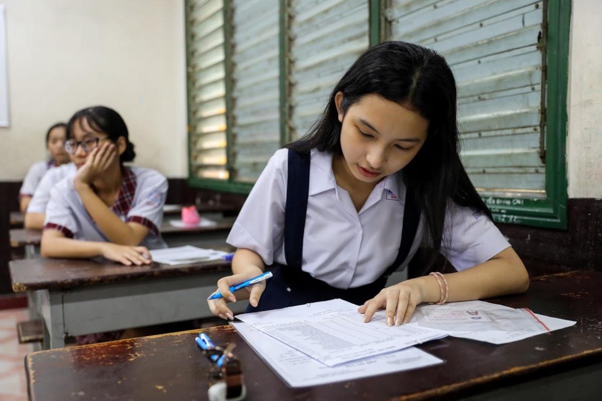 Thí sinh dự thi lớp 10 công lập tại TP HCM hồi tháng 7/2020. Ảnh: Quỳnh Trần.