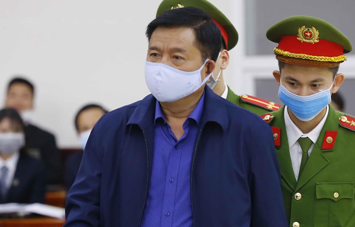 Bị cáo Đinh La Thăng tại toà. Ảnh: TTXVN.