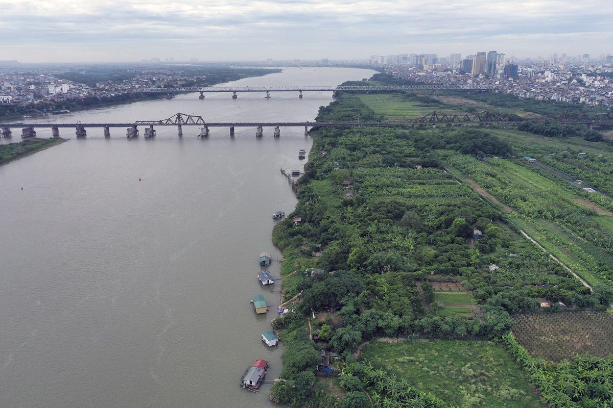 Sông Hồng - đoạn chảy qua khu vực cầu Long Biên và Chương Dương, có nhiều quỹ đất ngoài bãi để phát triển khi đồ án quy hoạch được thông qua. Ảnh: Ngọc Thành.
