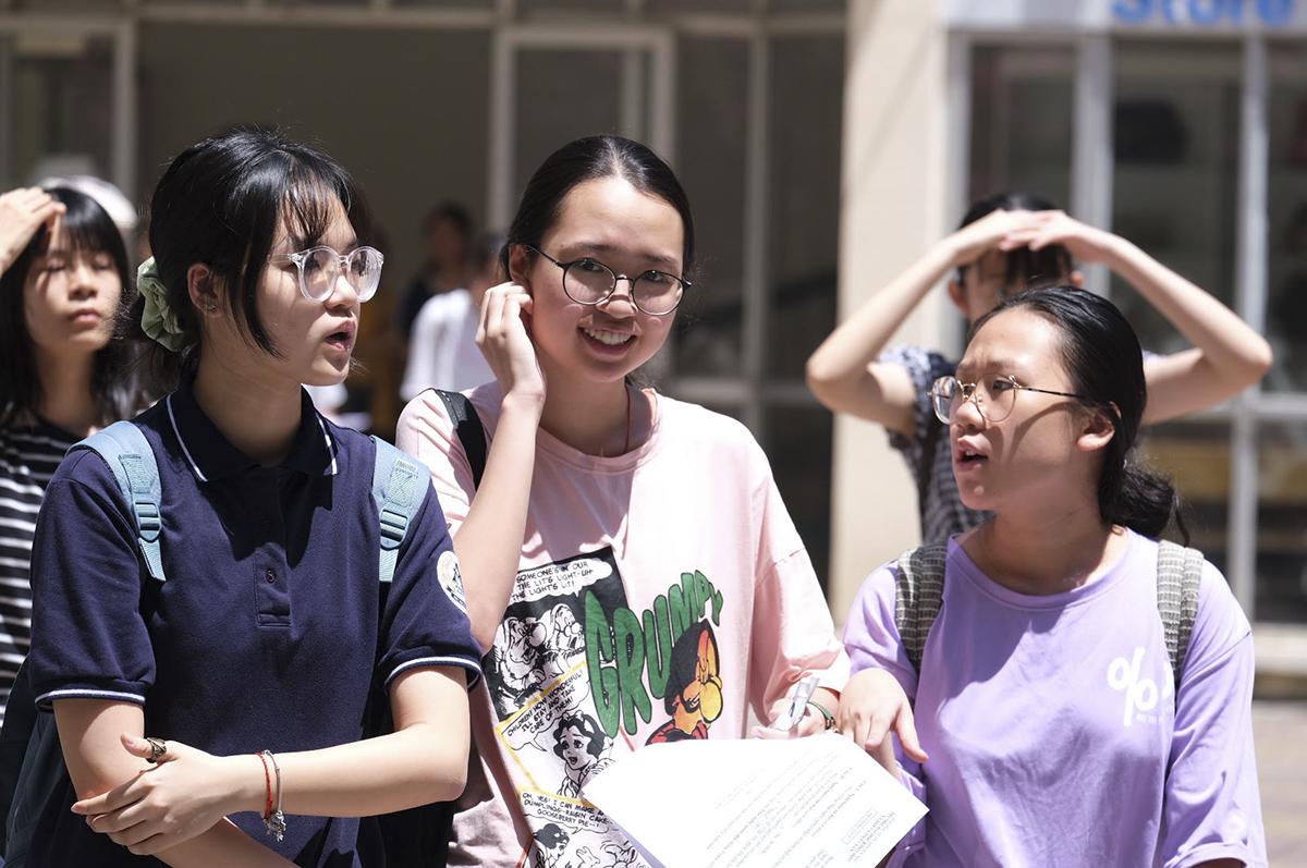 Thí sinh dự thi vào lớp 10 ở Hà Nội năm 2020. Ảnh: Dương Tâm.