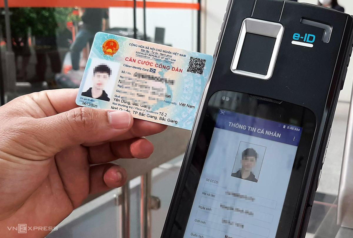 Loại thẻ căn cước gắn chip có chứa thông tin số chứng minh thư cũ trên mã QR. Ảnh: Bá Đô