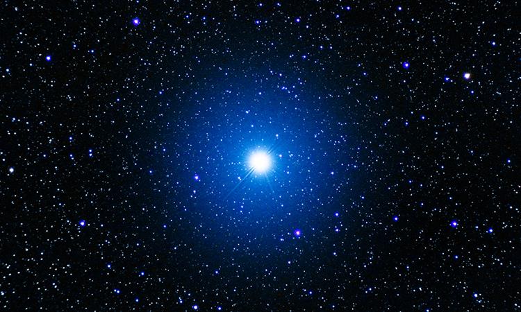 Vega là một trong những ngôi sao sáng nhất trên bầu trời. Ảnh: Francisco José Sevilla Lobato.