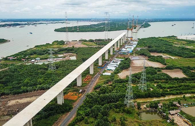 Cao tốc Bến Lức - Long Thànhđang xây dựng đoạn qua địa bàn huyện Nhà Bè. Ảnh: Quỳnh Trần.