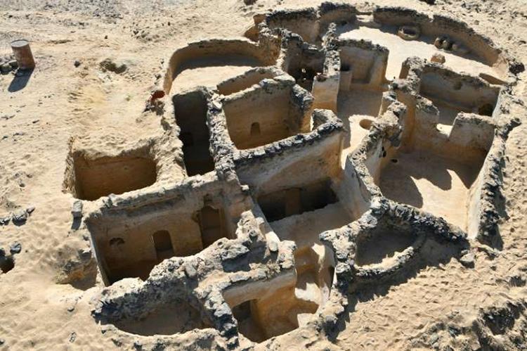Phần con lại của một công trình Kito giáo trên sa mạc phía Tây Ai Cập. Ảnh: AFP.