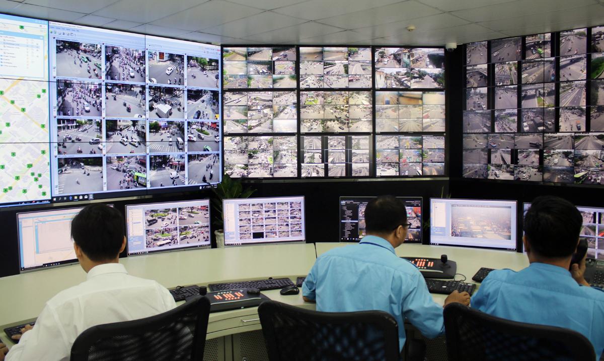 Màn hình theo dõi tình hình giao thông qua camera tại Trung tâm quản lý điều hành giao thông đô thị đang có tại TP HCM. Ảnh: Gia Minh.