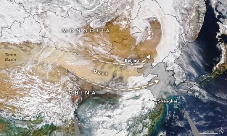 Bão cát trong ảnh vệ tinh chụp hôm 15/3. Ảnh: NASA.